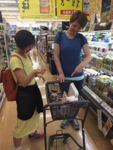 旅行先でのスーパーって、見たことないもの売っていたりで、楽しいです!
